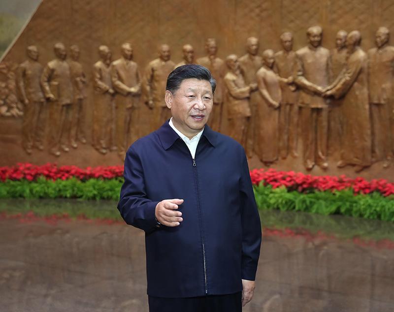 9月12日,中共中央总书记、国家主席、中央军委主席习近平视察中共中央北京香山革命纪念地。这是习近平在香山革命纪念馆参观《为新中国奠基》主题展览,并发表重要讲话。